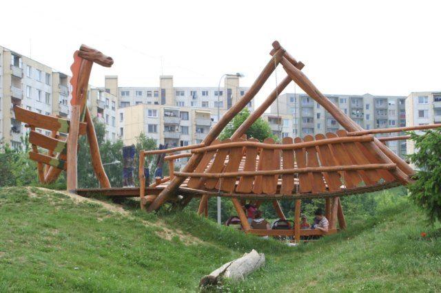 Drevený most z agátového dreva