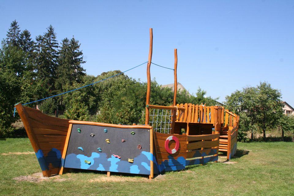 Drevená preliezačka loďka, Komoča