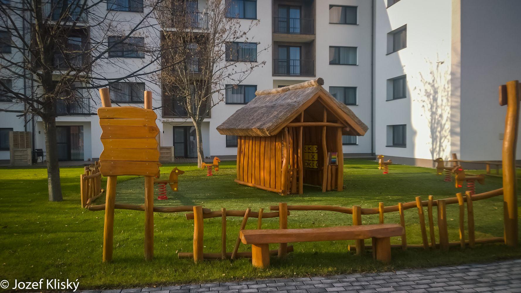 Drevená lavička
