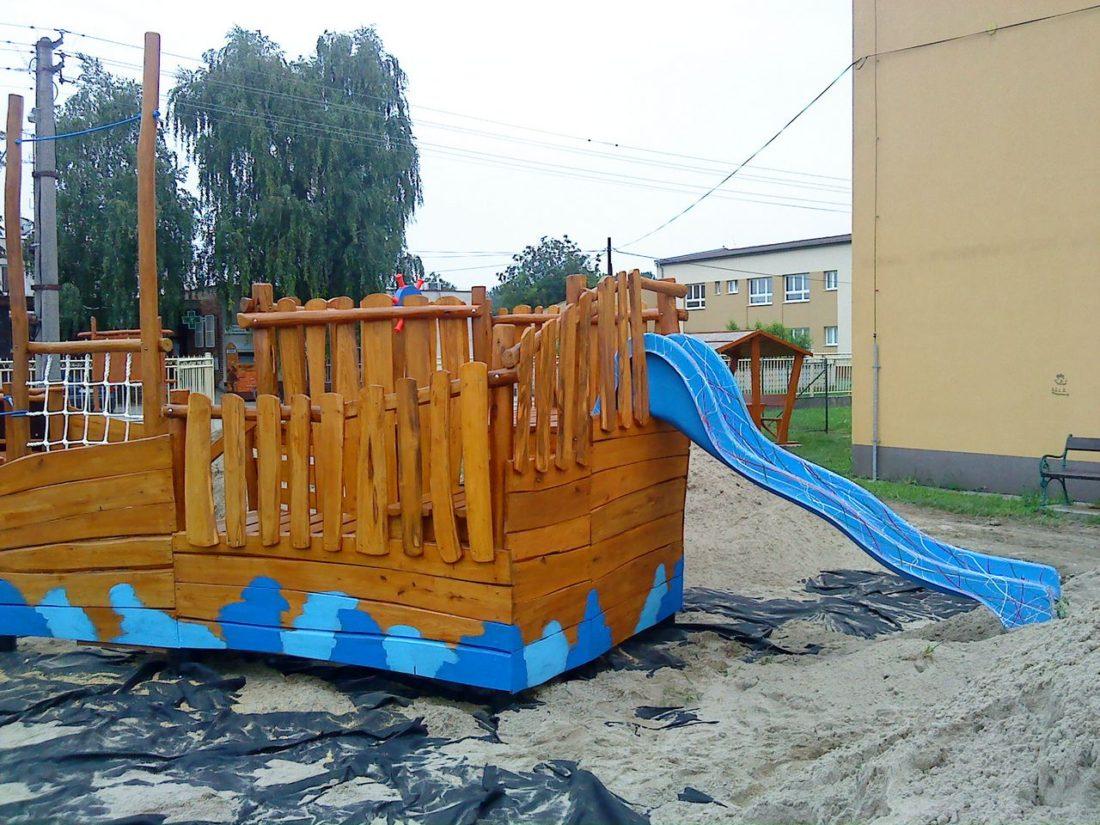 Preliezačka Loďka z agátového dreva