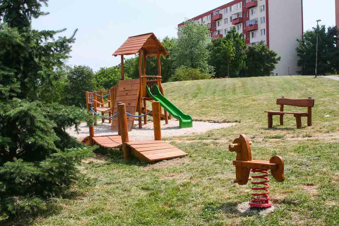 Koník na pružine, lanový mostík, veža, Nitra