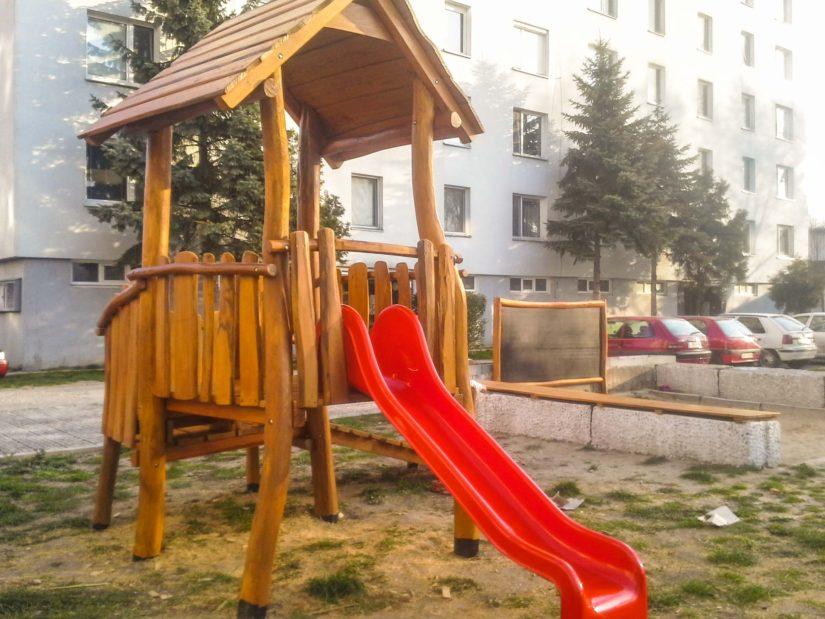 Malá veža so šmykľavkou a lezeckou stenou