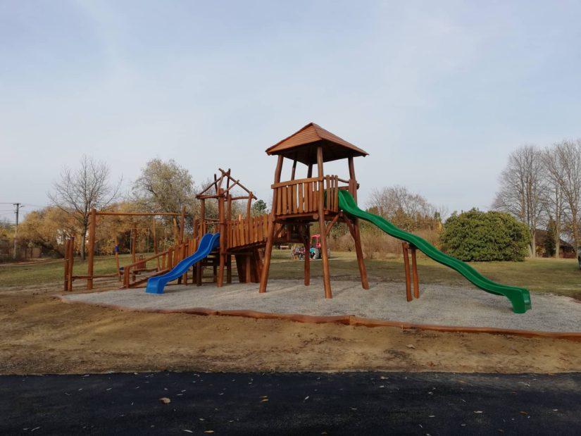 Detské ihrisko z agátového dreva - zostava Dve veže