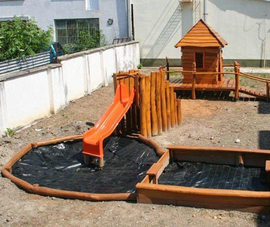 Domček na hranie do záhrady