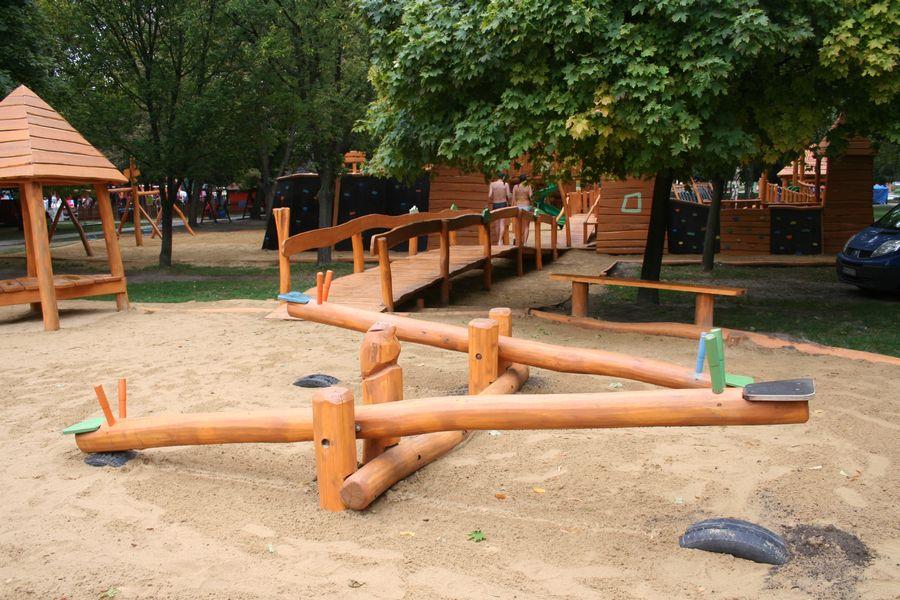 Hracie prvky na detské ihrisko - Prevažovacie hojdačky váhadlové hojdačky s drevenými držiakmi