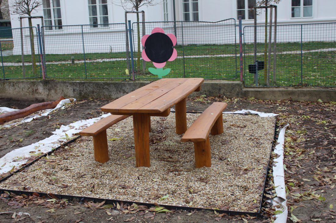 Stôl s lavicami, bez opierky