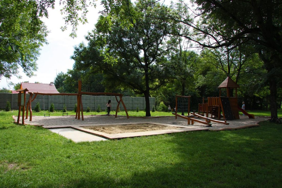 Drevené detské ihrisko, Andovská, Nové Zámky