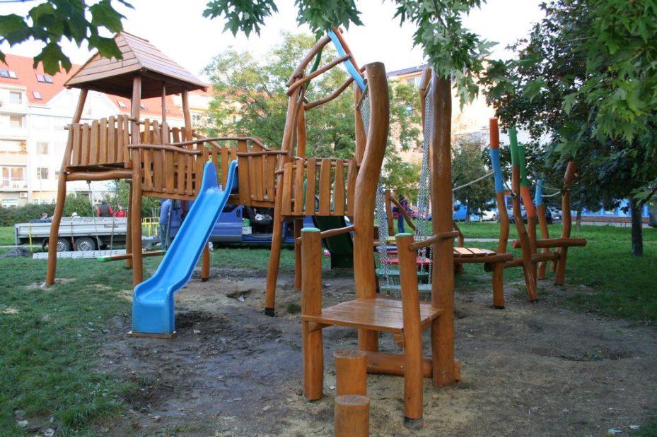 Detské ihrisko z agátového dreva