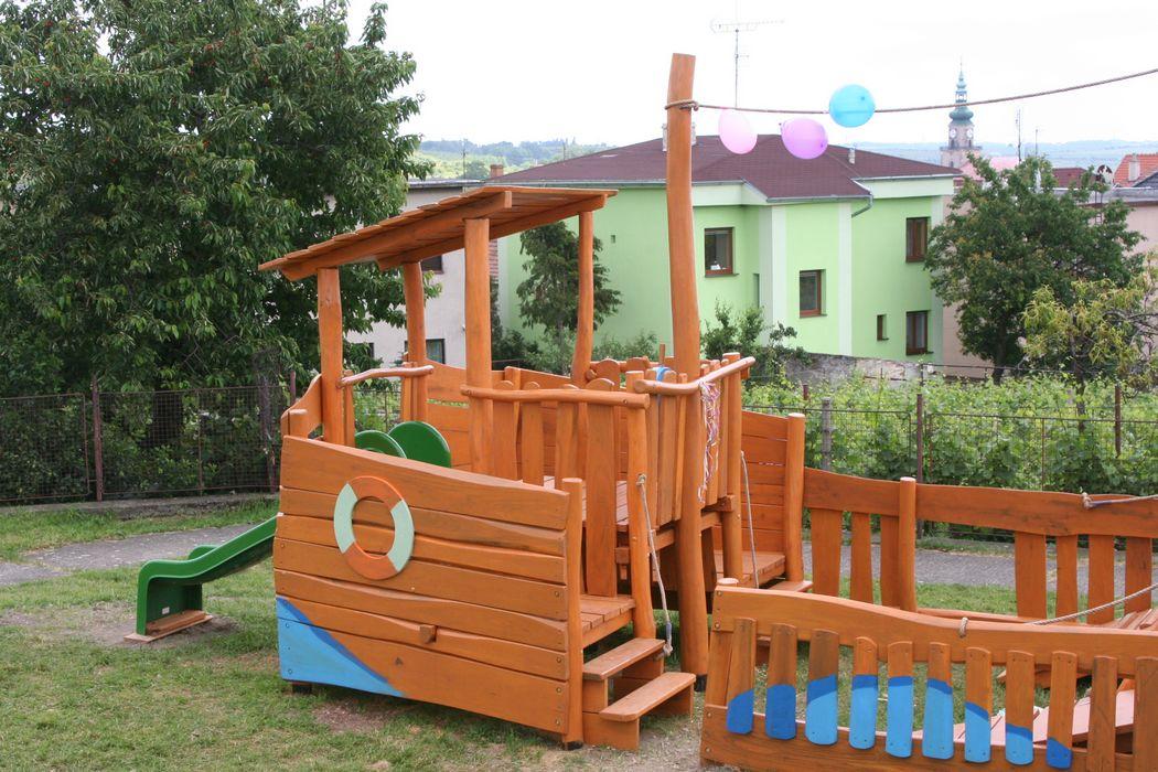 Drevená preliezačka loďka pre škôlkarov