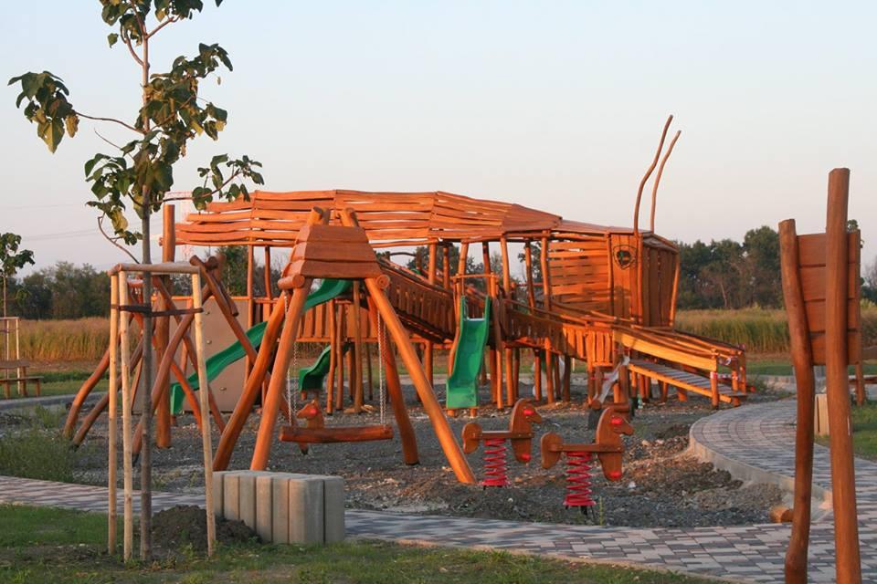 Detské ihrisko z agátového dreva Lúčny koník