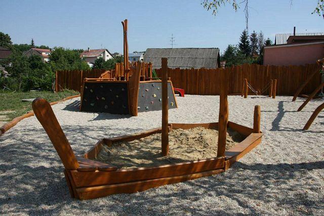 Hracie prvky na detské ihriská - pieskovisko čln