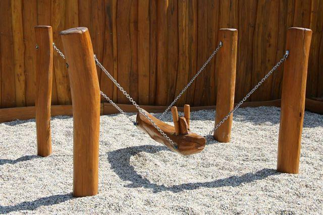 Hracie prvky na detské ihriská - hojdačka baranidlo