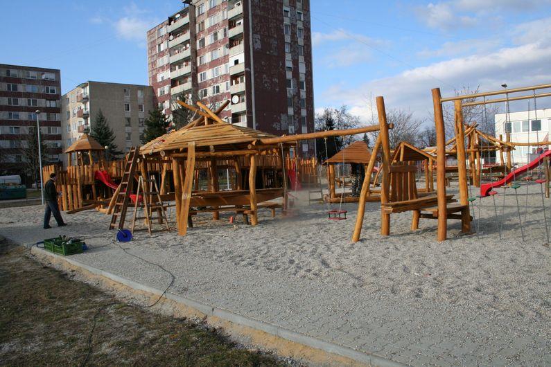 Detské ihrisko Kohútí zápas a hradisko, Nové Zámky
