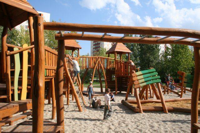 Hrad Trojhlavého draka - drevené detské ihrisko, Nové Zámky