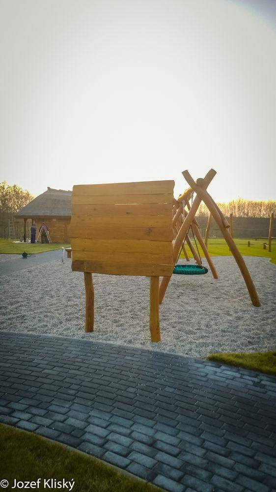 Informačná tabuľa z agátového dreva
