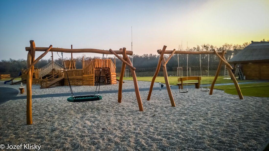Závesné reťazové hojdačky a hojdačka hniezdo - Hracie prvky na detské ihrisko