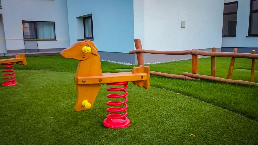 Hracie prvky na detské ihriská - hojdačky na pružine