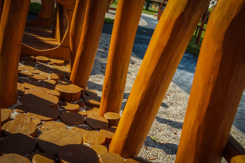 Ortopedický chodník - preliezka z dreva a kameňov