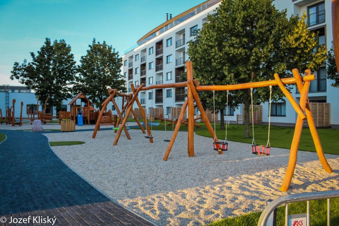 Hracie prvky na detské ihrisko - Reťazové hojdačky so spoločným stredovým stĺpom