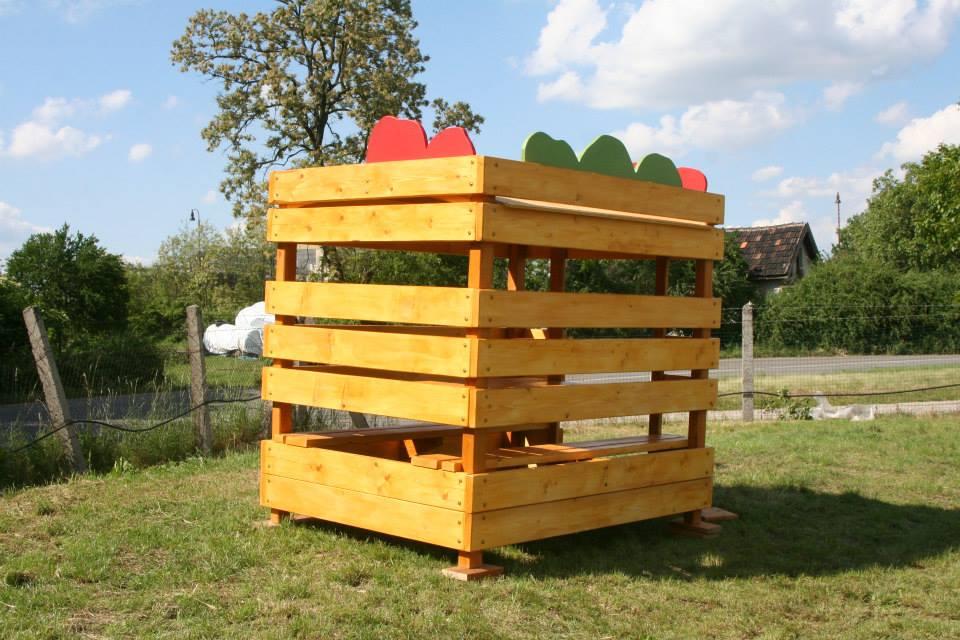 Domček na hranie Debnička s jablkami