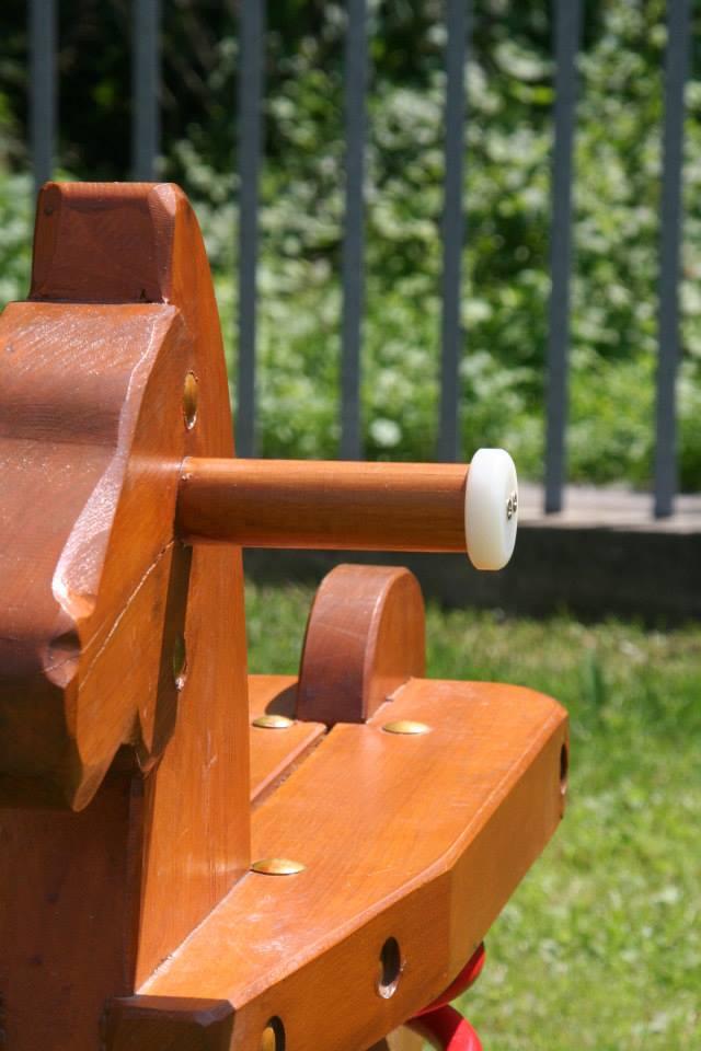 Hojdačka Koník na pružine s držiakmi z dreva