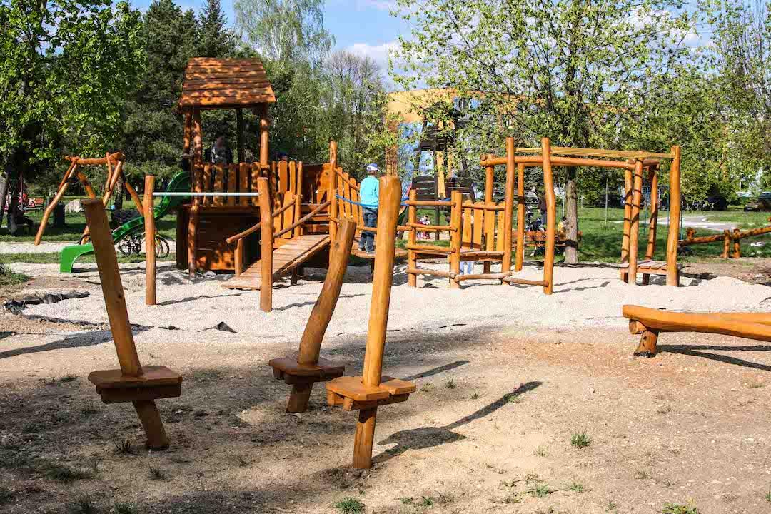 Nitra II - Veža so šmykľavkou, lezeckou stenou, mostíkmi a prvkami na cvičenie