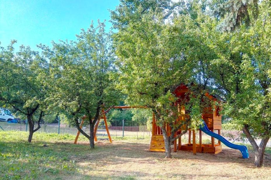 Detské ihrisko s domčekom do záhrady