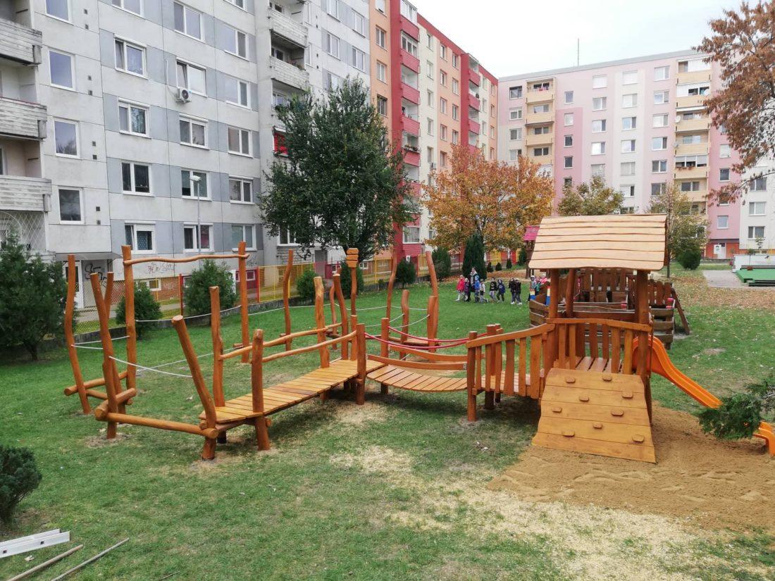 Detské ihrisko v škôlke: Malá veža s balančnými prvkami