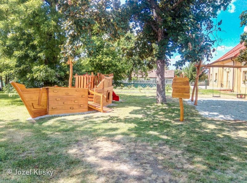 Detské ihrisko Tvrdošovce - hojdačky a pinta