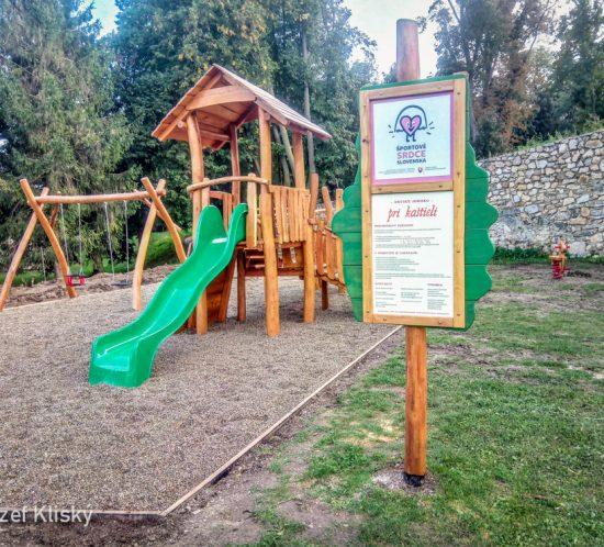 Detské ihrisko pri kaštieli Chtelnica